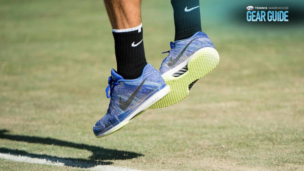 How to choose tennis shoes to wear on clay, hard and grass court?
